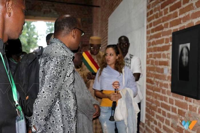 La marocaine Saafa Mazirh, en train d'échanger avec les invités de Ségou'Art Crédit Photo; Walaha Web Tv