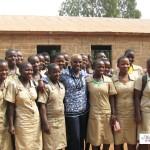 Angélique KIDJO Artiste Chanteuse Béninoise-et Les eleves filles de la Fondation Batonga
